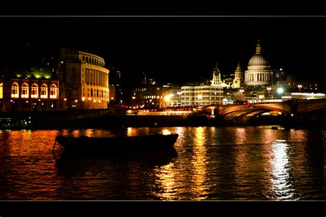 thames river at night london river thames at night londres la tamise la nuit