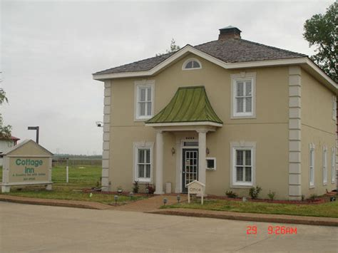 Cottage Inn Hotel by Cottage Inn