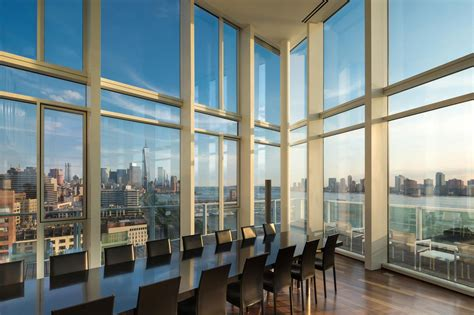 Apartments In Nyc With A View Luxurious Apartment Overlooking The Hudson River In Manhattan