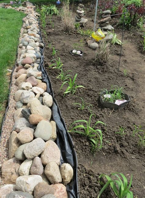 Plastic Garden Rocks Best 25 Plastic Garden Edging Ideas On Plastic Landscape Edging Metal Landscape