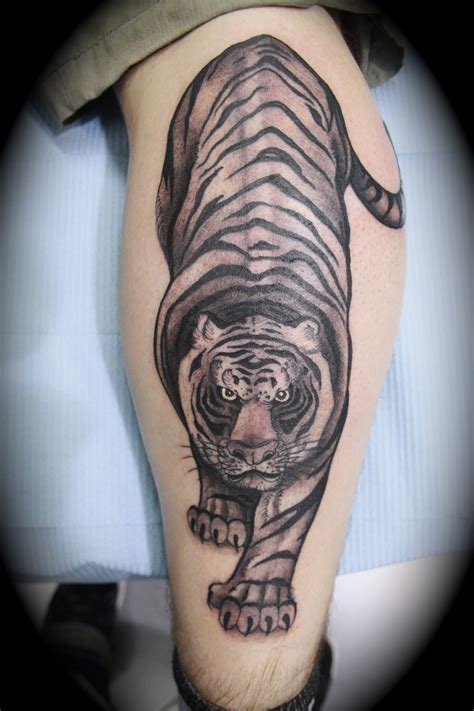 tiger thigh tattoos 20 awesome tiger tattoos designs magment