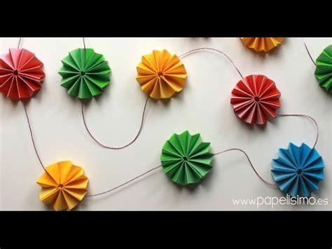 como hacer una guirnalda con circulos de papel moldes y patrones c 243 mo hacer guirnalda flores de papel tipo acordeon youtube