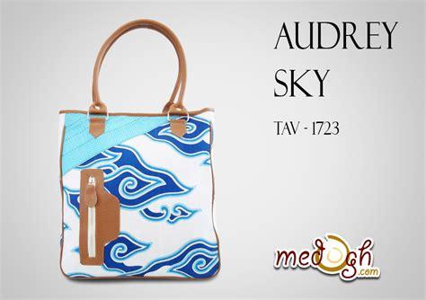 Tas Multy Tote Bag Raflesia Denim Kokeshi Untuk Wanita pakai tas etnik batik serasa pakai tote bag longch