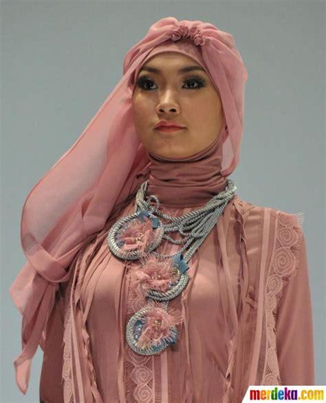Potong Rambut Model 012 by Foto Fashion Show Busana Muslim Merdeka