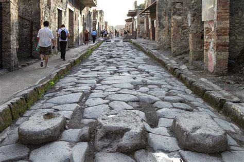 pompeii what to see in only one day practical travel guide for diy travelers books pompeii map and tourist guide wandering italy
