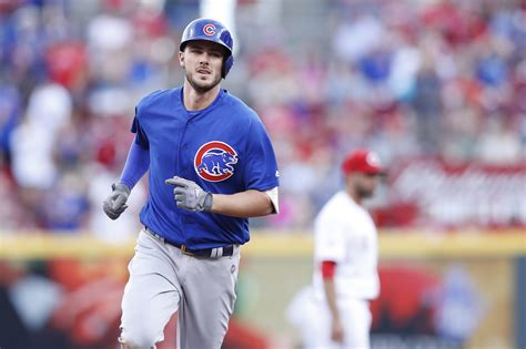 Cubs' Kris Bryant first in MLB history to hit 3 home runs