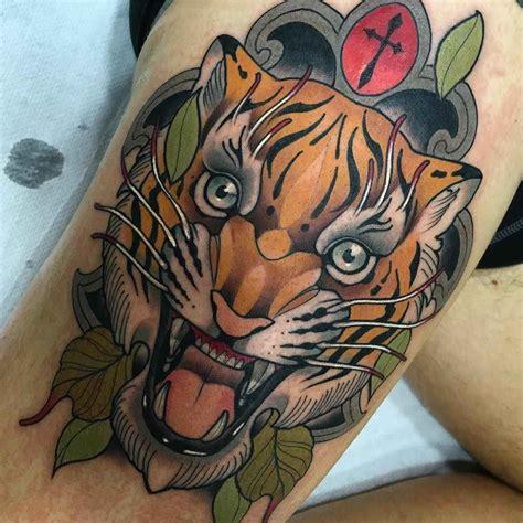 tatuaje de tigres y flores