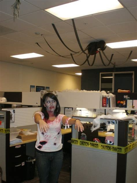 spider put  bora bora glass halloween cubicle