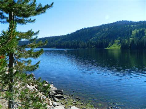 living  idaho hike  rainbow lake black lake mccall