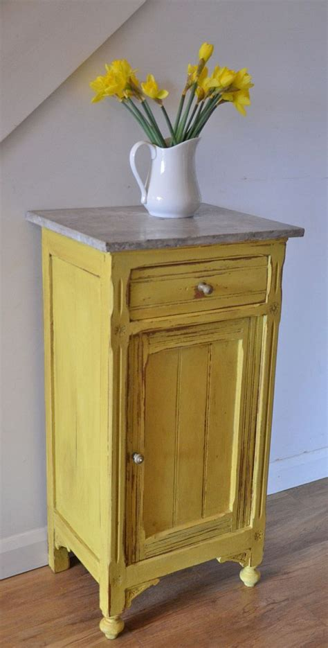 chalk paint lumpy second coat the 25 best yellow distressed furniture ideas on