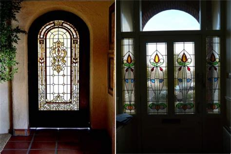 Interior Model Homes modele de usi de intrare din lemn masiv si geam vitraliu