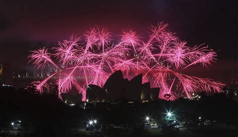 how is the new year celebrated and places new year s celebrations around the world
