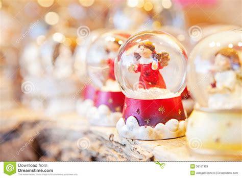 imagenes de navidad libres la navidad angel snow globe fotos de archivo libres de