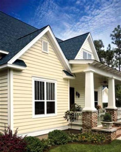 yellow siding house 43 best images about home vinyl siding color scheme on pinterest exterior colors
