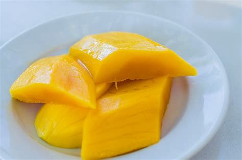 dogs eat mango fruit for dogs can dogs eat mango pawstruck press