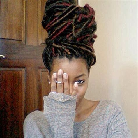yarn wrap hairstyles 90 best images about faux locs on pinterest yarns