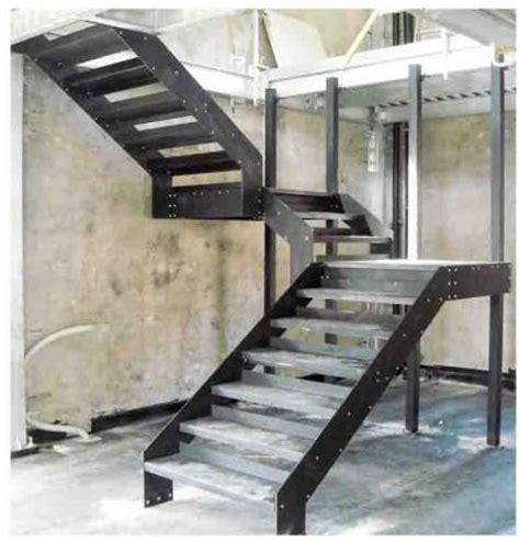 rivestire scala in legno gradini zincati per esterno antiscivolo antitacco