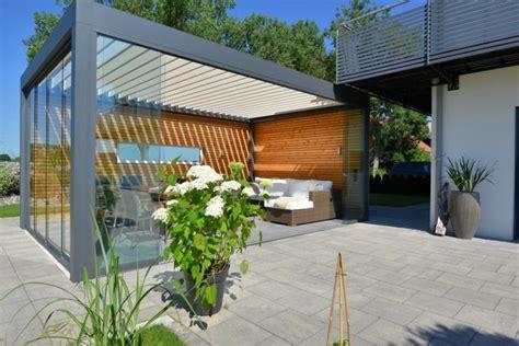 lamellendach terrasse outdoorplatz mit lamellendach und glasschiebew 228 nden