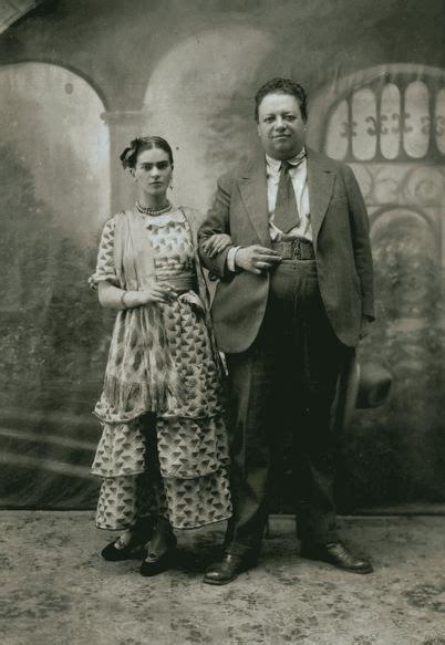 biography frida kahlo and diego rivera frida kahlo s dresses go on display who2 biographies