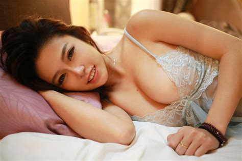 naked girl in bed luvian ben neng women asian boobs in bed model