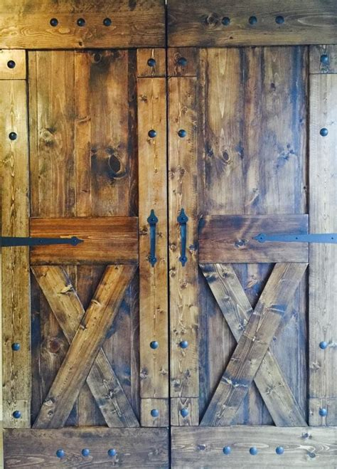 Hinged Barn Doors 1000 Ideas About Barn House Decor On Rustic Walls Windmill Clock And Rustic Wall