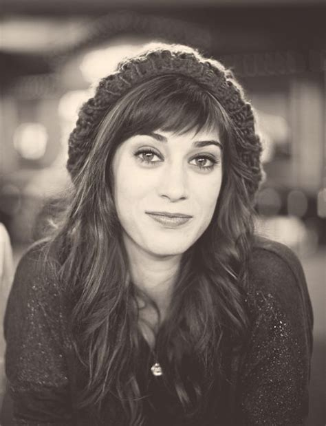 lizzy caplan short bangs love her bangs and crushes on pinterest