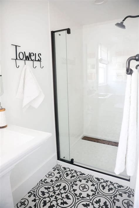 Bathroom Tile Ideas Black And White by Black And White Shower Tile Tile Design Ideas