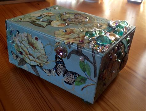 Decoupage Box - cigar box decoupage chickielou