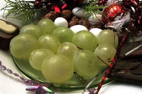 imagenes de uvas chistosas 191 por qu 233 tomamos 12 uvas en fin de a 241 o 161 descubre el secreto
