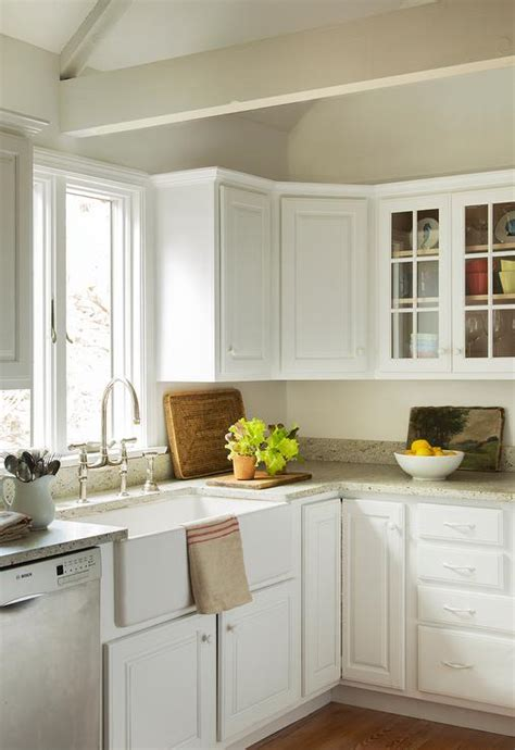 Cottage Kitchen Countertops by Lovely Cottage Style Kitchen Features White Kitchen