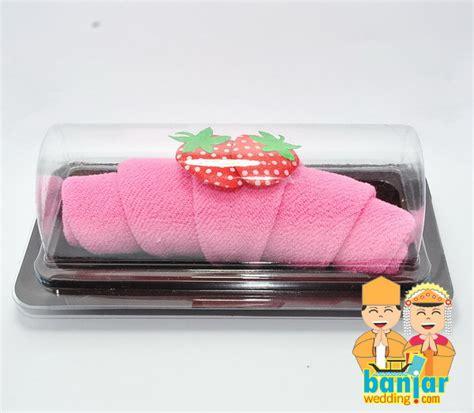 Cetak Undangan Erba Kode Er 88121 towel cake crosaint strawbery ct 15 banjar wedding banjar wedding