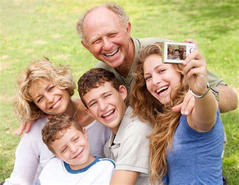 imagenes reflexivas de familia descargar fotos gratis de familia feliz en un parque en hd