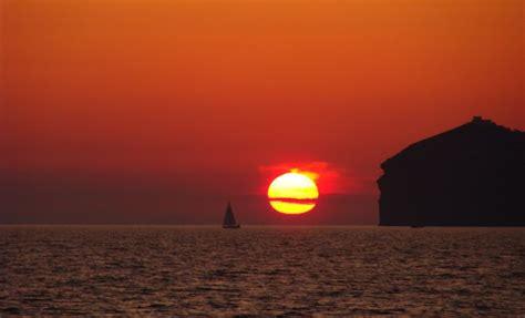 catamaran lunch cruise valencia santorini caldera yacht cruises catamaran sailing tours