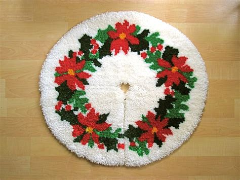 latch hook christmas tree skirt kits vgc vtg green poinsetta completed latch hook tree skirt rug 32 quot ebay