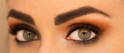 Mascara Plus Eyeliner Sariayu fall makeup trend to try orange eye shadow more