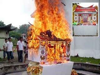 Kertas Dewa Tradisi Membakar Uang Dan Rumah Rumahan Kertas Panda Media