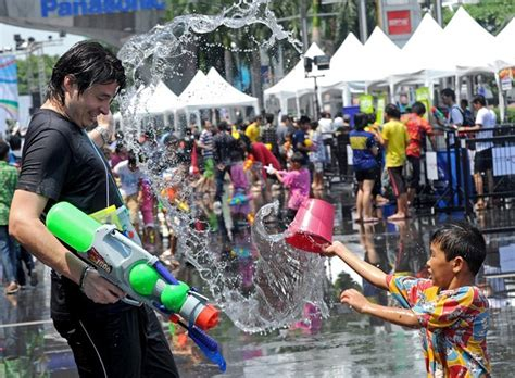 is new year celebrated in thailand thai new year festival songkran april 13 15 2014 tom s