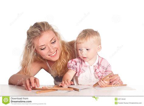 mama y hija en la ducha video gr 225 fico de la mama y de la hija fotograf 237 a de archivo