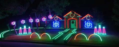 S A Family S Viral Dubstep Christmas Light Show Moves To Zoo Light Show