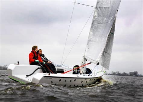 snelle open zeilboot falcon stabiele en snelle open boot