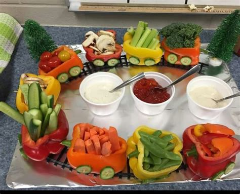 party boat zug veggie pepper train veggie tray pinterest trains and