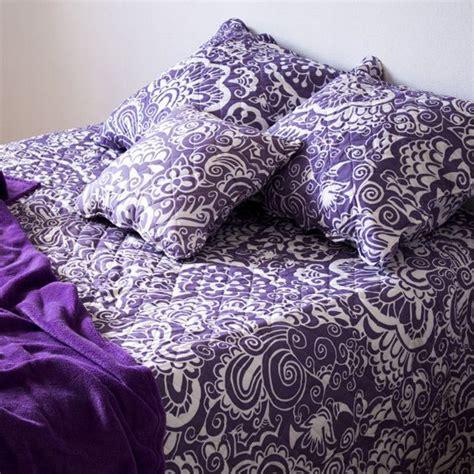 couvre lit parme couvre lit boutis violet linge de lit eminza