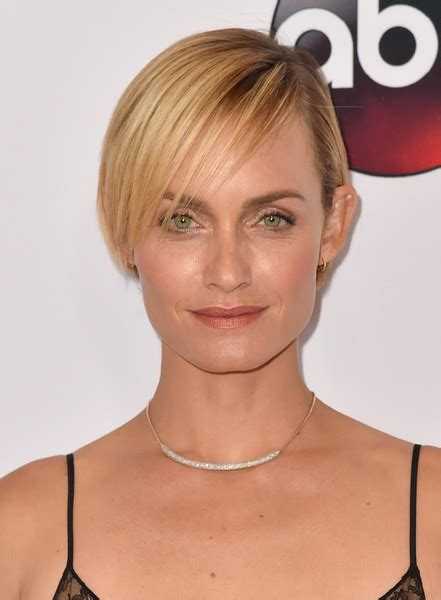 shoulder length straight hairstyles housewife of beverly hill amber valletta side parted straight cut hair lookbook