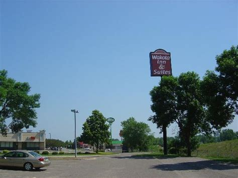 hotel sign picture of wakota inn suites cottage grove