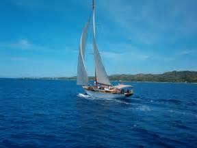sailboat wallpaper sailboat oneaire iii wallpaper background roatan honduras