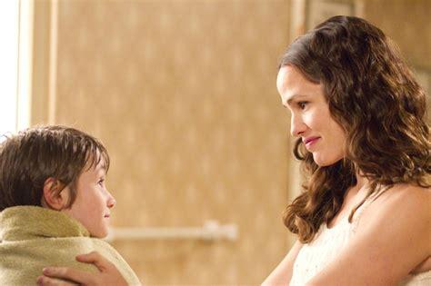 film love mom jennifer garner has magical plant boy son in new odd life
