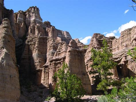 geosights spectacular towering cliffs  castle rock