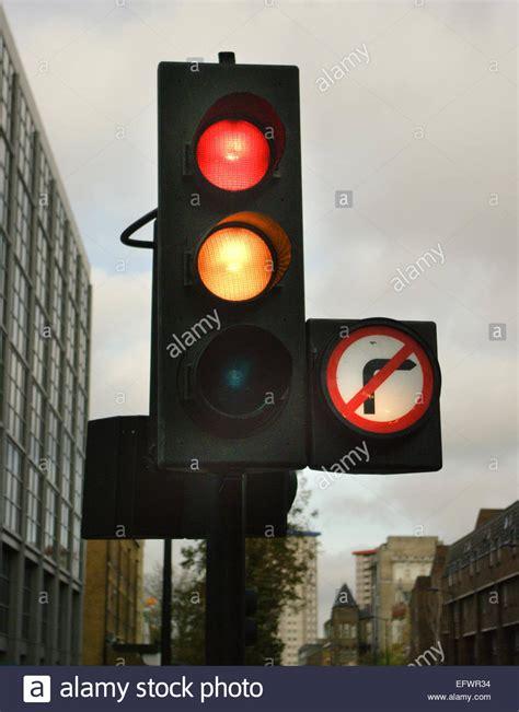 light right turn traffic light signal yellow no right turn sign