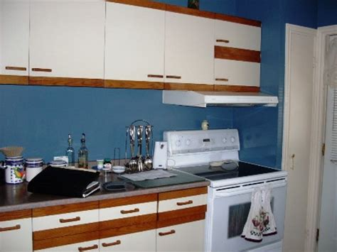 armoire new look armoire et new look c est de prendre vos armoires de m 233 lamine et lesmodifier