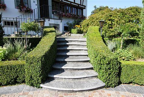 treppe zum hauseingang vorgarten porphyrpfl 228 serung vorfahrt egli gartenbau ag uster